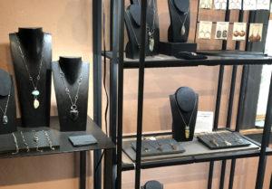 JewelryDisplay2Crop